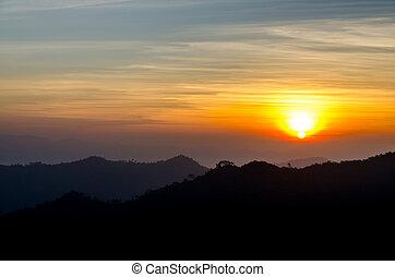 salida del sol, encima, el, montañas