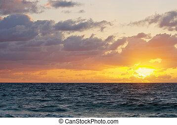 salida del sol, encima, el océano atlántico, de, en, sur, florida.