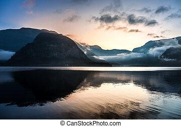 salida del sol, encima, montañas, en, hallstatt