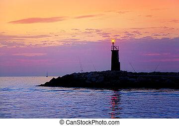 salida del sol, faro, encendido, en, azul, púrpura, mar