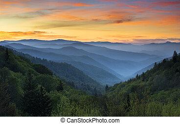 salida del sol, paisaje, gran montañas llenas humo parque nacional, gatlinburg, tn, y, oconaluftee, valle, cherokee, nc