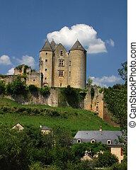 Salignac, Castle