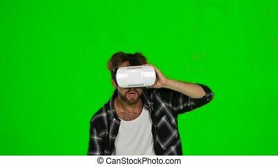 salle, écran, masque, virtuel, vert, autour de, promenades, reality., homme
