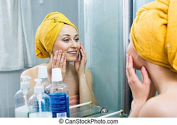 salle bains, femme, miroir