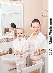 salle bains, fille, mère