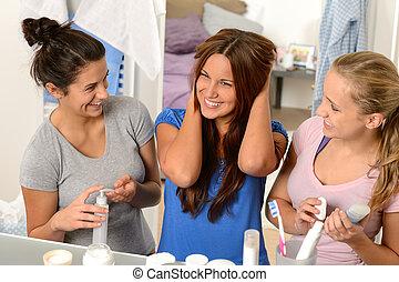 salle bains, filles, trois, conversation, rire, adolescent