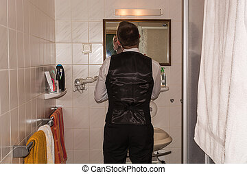 salle bains, jeune homme