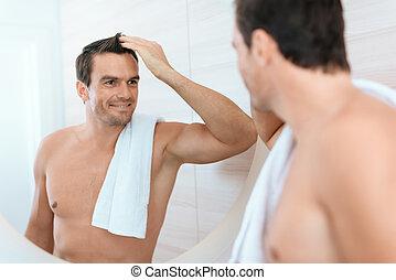 salle bains, lui-même, stands, matin, regarde, miroir., homme, smiles., il