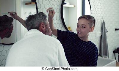 salle bains, mûrir, père, fils, cheveux, peigner, petit, morning.