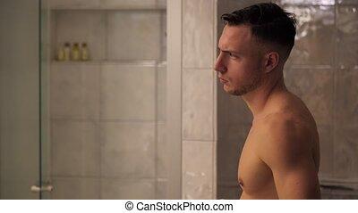 salle bains, sans chemise, jeune, musculaire, beau, homme