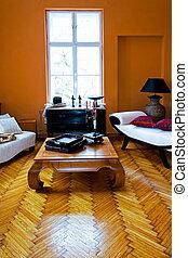 salle, brun