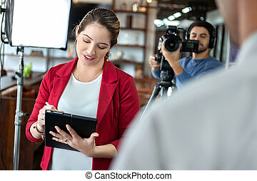 salle conférence, business, interviewer, émission, journaliste, homme