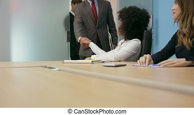 salle conférence, gens bureau, 1, réunion, poignée main