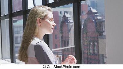 salle conférence, regarder loin, femme affaires