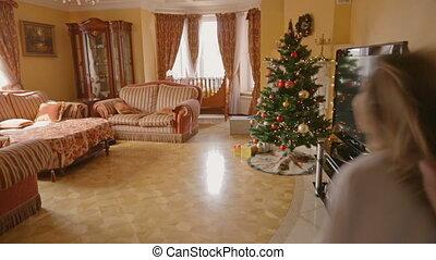 salle de séjour, après, filles, deux, excité, dons, courant, ouvert, noël