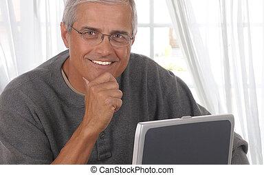 salle de séjour, milieu, informatique, vieilli, homme