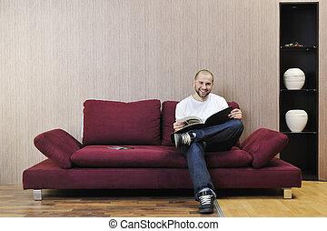 salle de séjour, moderne, jeune homme, realxing, heureux