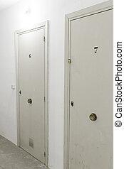 salle emmagasinage, portes