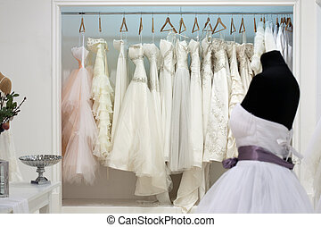 salle exposition, cintres, robes, mariage