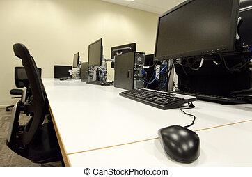 salle ordinateurs, laboratoire