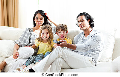 salle séjour, regarder, joyeux, tv, famille