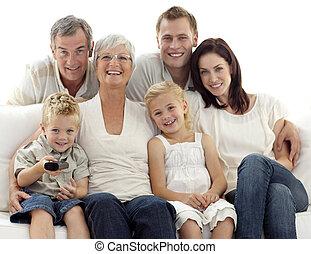 salle séjour, télévision regardant, famille, heureux