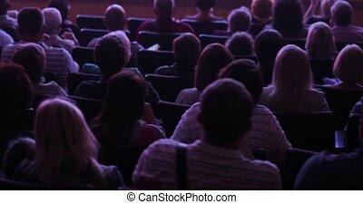 salle, scène, viewers, audience, séance, théâtre, monter, dos, vue., regarder