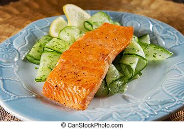 salmón, con, pepino, ensalada
