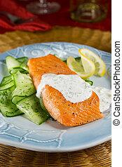 salmón, con, salsa eneldo