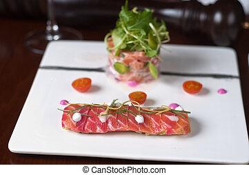 salmon en dos texturas