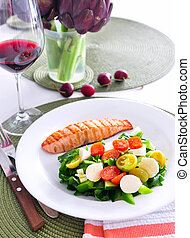 Salmon with vegetable salad and red wine