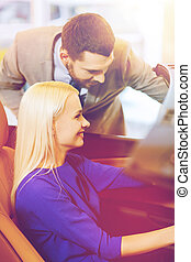 salon, exposition, auto, couple, voiture, ou, achat, heureux