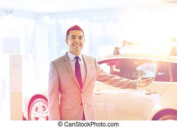 salon, exposition, auto, voiture, homme, ou, heureux