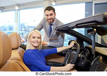 salon, visa, bil, par, bil, eller, uppköp, lycklig