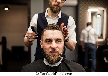 salone, taglio, giovane, capelli, barbiere, detenere, contento, uomo