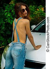 salopette, brunette, lunettes soleil, voiture, jean, sexy