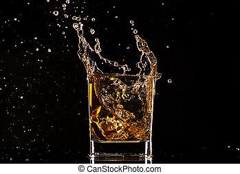 salpicadura, fondo negro, aislado, vidrio, whisky