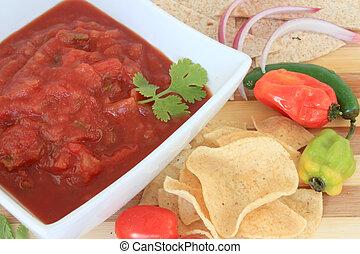 salsa, patatine fritte