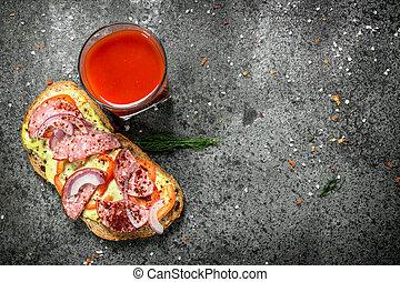 salsa pomodoro, panino, salame, vetro, juice., pomodori