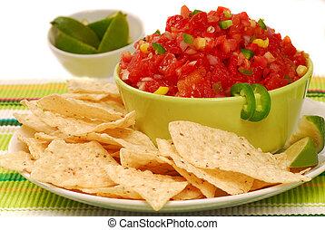 salsa, virutas de la tortilla, cal