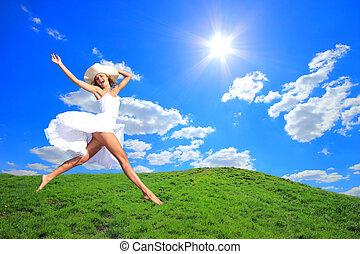 saltar para el júbilo, en, un, pasto o césped, colina