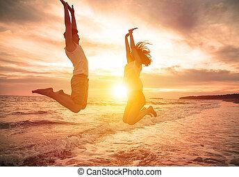 saltare, spiaggia, coppia, felice, giovane