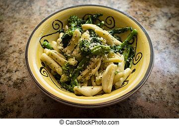 salteado, broccolini, cavatelli