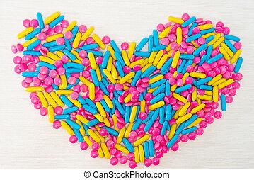 salud, concepto, colorido, píldoras, arreglar, en, forma corazón, aislado