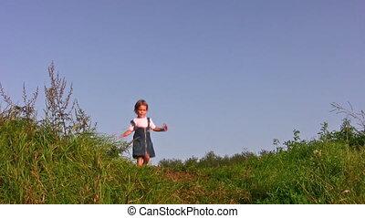 sam, dziewczyna, mały, łąka, pieszy