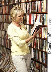 samičí, zákazník, do, knihkupectví