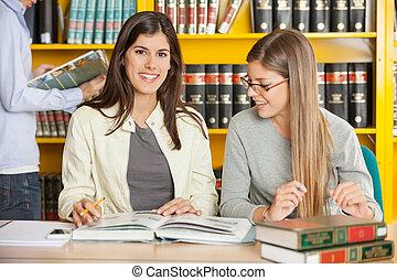 samica, posiedzenie, uniwersytet, biblioteka, student, przyjaciel