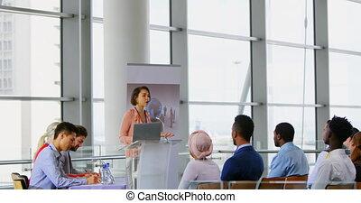 samica, seminarium, handlowy, mówiący, 4k, rozmawianie
