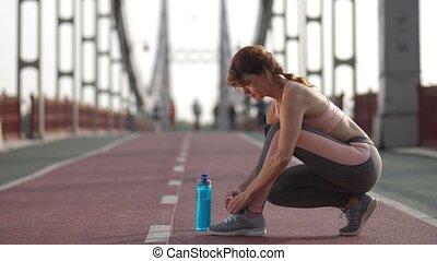 samica, shoelace, wyścigi, przywiązywanie, senior, przed