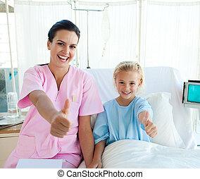 samiczy doktor, i, jej, mały, pacjent, z, kciuki do góry